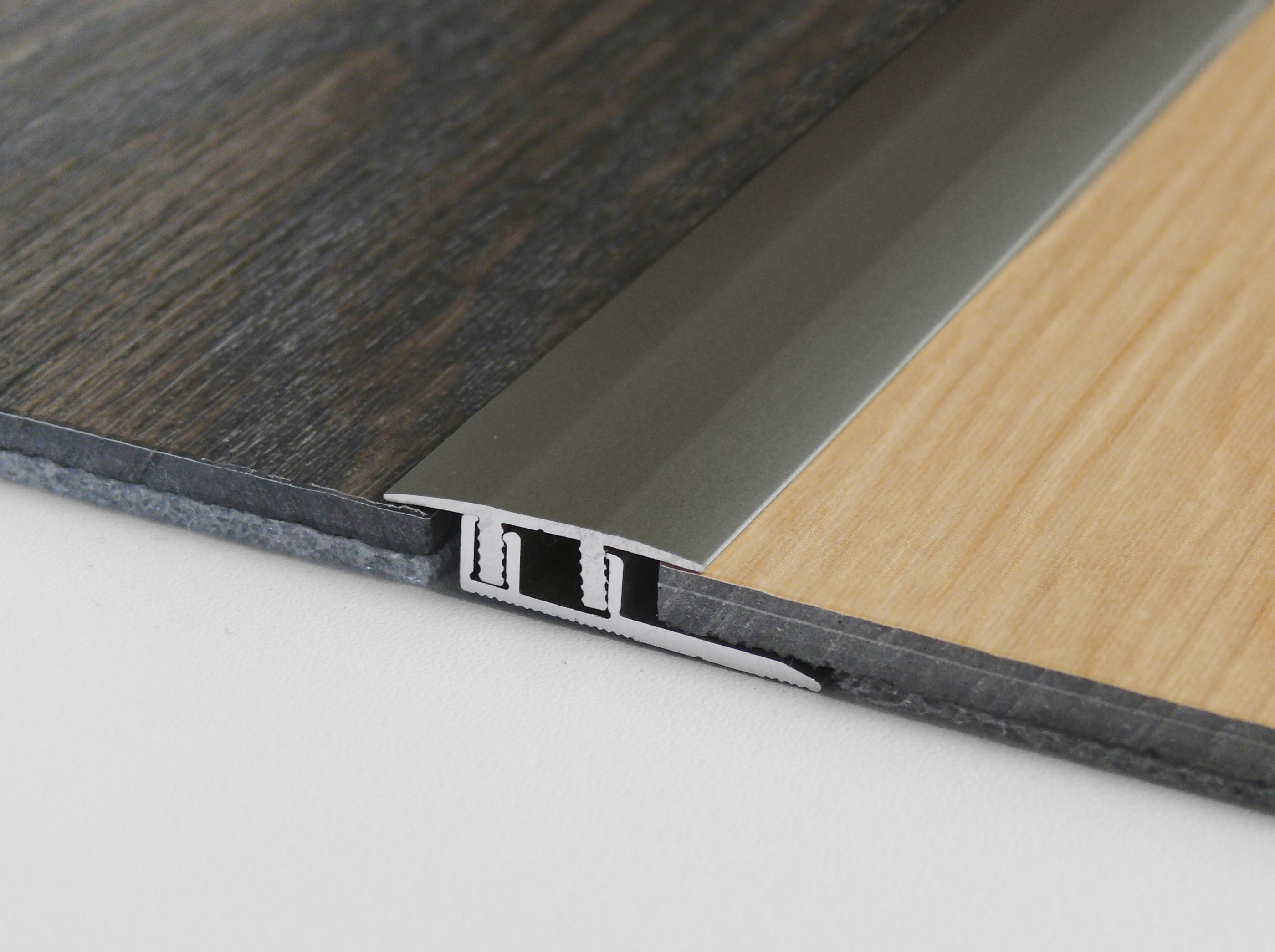 bewegungsprofil solid pro 2700mm edelstahloptik metallprofile sockelleisten zubeh r. Black Bedroom Furniture Sets. Home Design Ideas